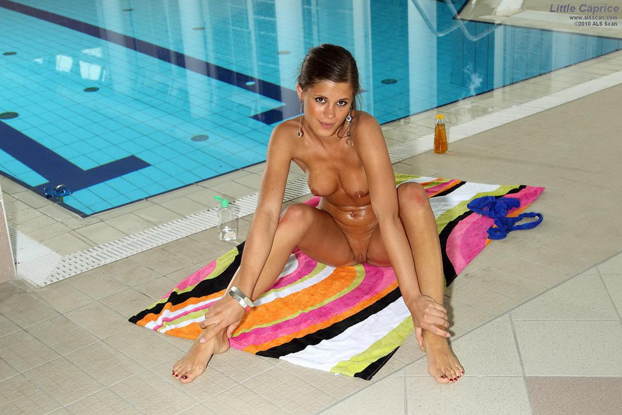 5000 naked australians